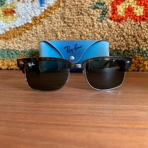 Authentic Ray-Ban Clubmaster Classic Tortoise
